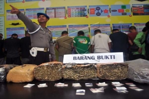 Polres Purwakarta tangkap IRT edarkan ganja