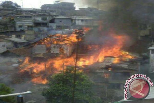 Dua Ruangan SMPN 3 Karawang Ludes Terbakar