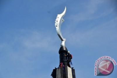 """Ngumbah"" Tugu Kujang Wujud Kecintaan Masyarakat Bogor"