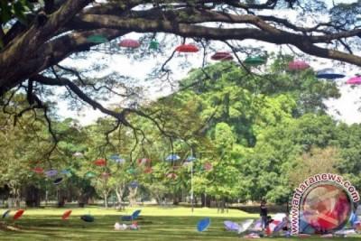 Ratusan Payung Warna-warni Hiasi Kota Bogor