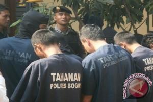 Polres Bogor Amankan Delapan Pencuri Kendaraan Bersenjata