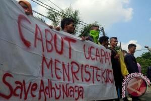 Mahasiswa Adhy Niaga Protes Rencana Pembekuan Kampus