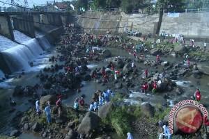 15.939 Karung Sampah Diangkut Dari Sungai Ciliwung