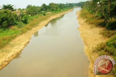 Warga Karawang Desak Pemda Selesaikan Pencemaran Cibeet