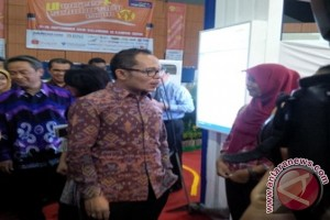 Hanif Dhakiri Kunjungi Pekerja Indonesia Di Malaysia