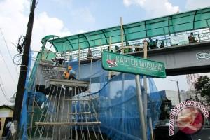 Ada Waria Melompat Dari Jembatan penyeberangan Orang
