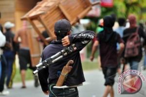 Tiga Angkot Rusak Dalam Bentrokan Tangerang