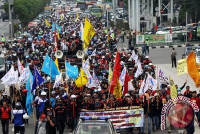 Buruh Bekasi Pusatkan Demonstrasi Di Kantor Pemkot