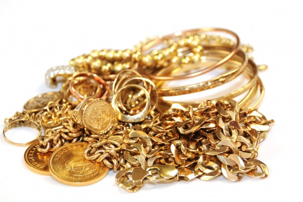 Perdagangan emas berakhir dengan harga lebih rendah