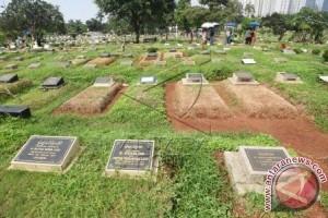 Hari Kedua Lebaran Peziarah Masih Padati Makam