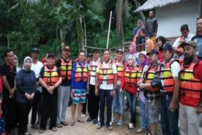 Pemprov Lampung Majukan Objek Wisata Teluk Kiluan