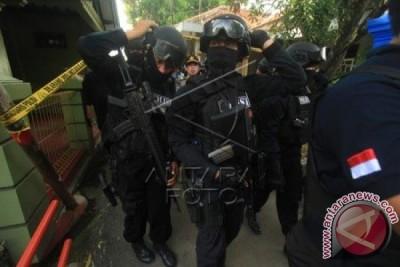 Densus 88 Grebek Dua Rumah Terduga Teroris