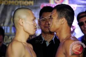 Daud Yordan Menang TKO Atas Petinju Thailand Champee Phayom