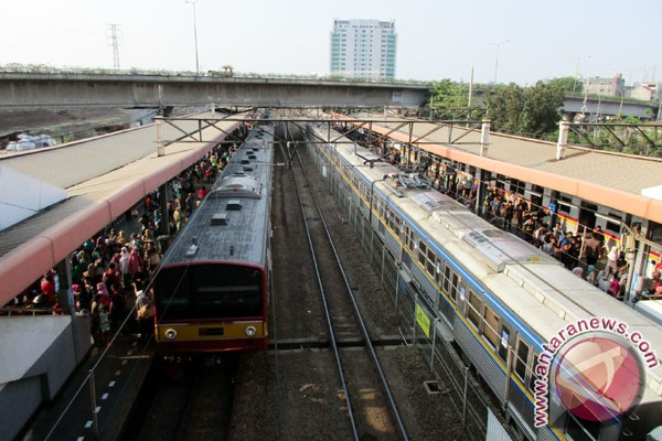 Kereta Api Tabrakan 36 Tewas dan 100 Luka-luka