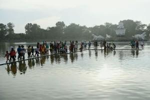 Pengunjung Wisata Air Mancur Purwakarta Bebas Berolahraga