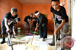 Golkar Jabar Bawa Petugas Kebersihan Ke Subang