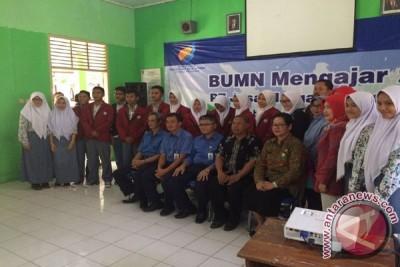 Jasa Marga Jakarta-Cikampek Distribusikan Bantuan Pendidikan