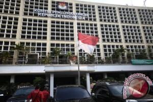 Presiden Jokowi Melayat Ke Kediaman Almarhum Husni Kamil Manik