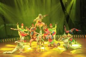 Hanoman Berpadu Sirkus Rusia Meriahkan Libur Lebaran