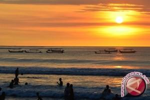 Pantai Sayang Heulang Suguhkan Keindahan Hamparan Karang