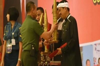 Bupati Purwakarta Terima Penghargaan Dari KSAD