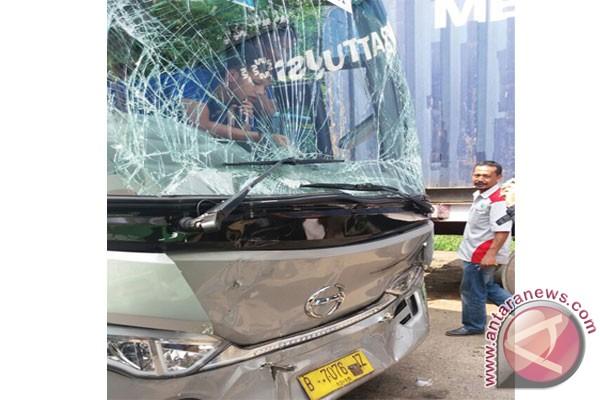 Bus rombongan umroh Bima Arya dilempari batu