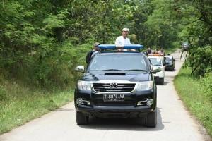 Bupati Purwakarta Cek Infrastruktur Naik Mobil Terbuka