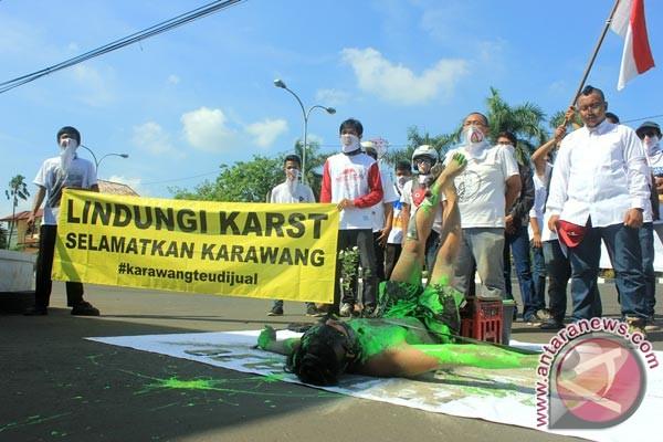 Aktivis Karawang ajak masyarakat sayangi alam