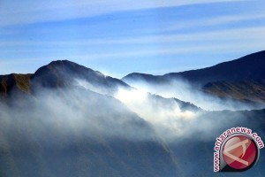 Ratusan Wisawatan Gunung Rinjani Dievakuasi