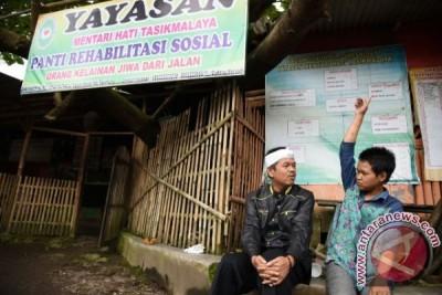 "Bupati Purwakarta Jadi Donatur Yayasan ""Orang Gila"""