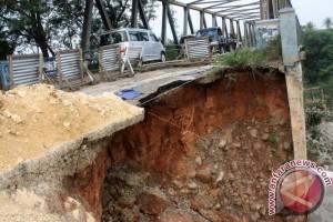 Jalan Provinsi Jabar-Jateng Amblas Lagi?
