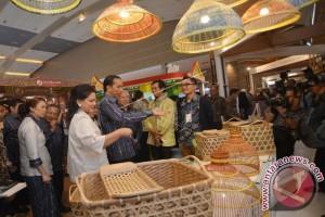Ibu Negara Iriana Joko Widodo Rapat Kerja Di Kereta
