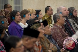 Behind the Maneuver of Indonesian Diplomacy