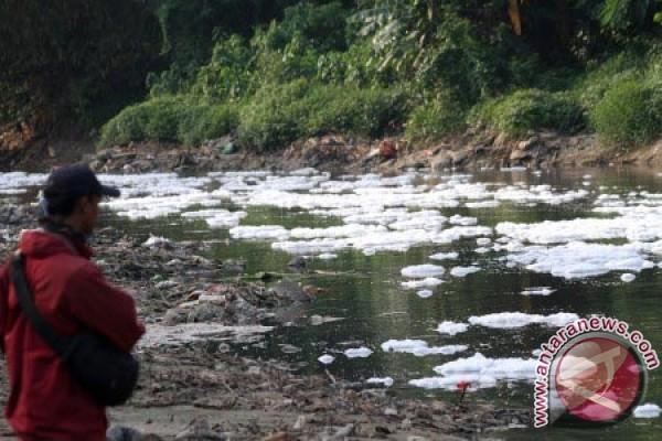 Walkot Bekasi laporkan bukti pencemaran sungai