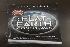 """RESENSI - """"Flat Earth"""" Pengungkap Bukti Ilmiah Bumi Datar"""