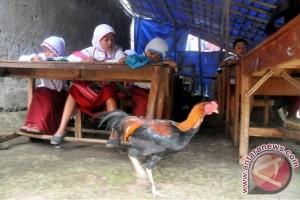 Sekolah Beratap Terpal Di Bogor