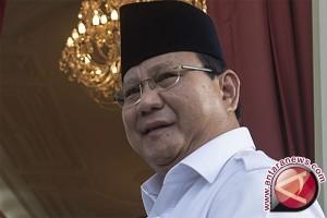 Prabowo Ragukan Hasil Lembaga Survei Pilkada