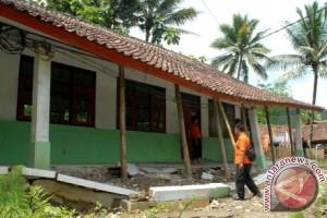 Pergerakan Tanah Ancam Puluhan Rumah Di Warungkiara