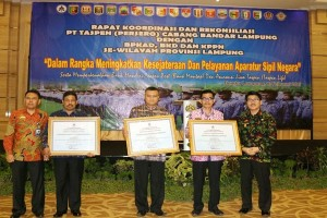 Pemprov Lampung Menerima Penghargaan Taspen