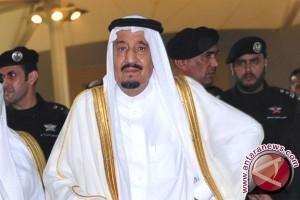 Jubah Kebesaran Raja Salman