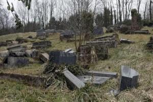 Muslim Amerika Iuran Untuk Perbaiki Makam Yahuni