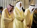 Raja Arab Saudi Salman bin Abdulaziz Al-Saud (kiri) saat melaksanakan solat Tahiyatul Masjid di Masjid Istiqlal, Jakarta, Kamis (2/3/17). Pada hari kedua kunjungan kenegaraannya ke Indonesia, Raja Salman mengunjungi DPR, Masjid Istiqlal dan melakukan pertemuan dengan tokoh agama di Istana Merdeka, Jakarta. (ANTARA FOTO/Hafidz Mubarak A).