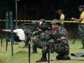 Sejumlah prajurit TNI mengikuti Kejuaraan Menembak Kostrad kategori menembak senapan di Lapangan tembak Prakasa Shooting Club Divif 1 Kostrad Cilodong, Depok, Jawa Barat, Sabtu (18/3). Kejuaraan menembak yang diikuti prajurit TNI, Polri, maupun peserta umum dengan melombakan kategori menembak eksekutif pistol, pistol presisi, IPSC Level II dan senapan tersebut dalam rangka memeriahkan HUT ke-56 Kostrad. (ANTARA FOTO/Indrianto Eko Suwarso).