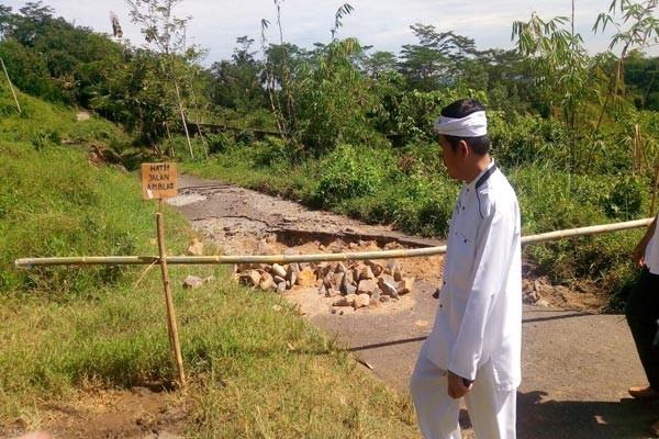 Bupati Purwakarta Tinjau Lokasi Jalan Amblas