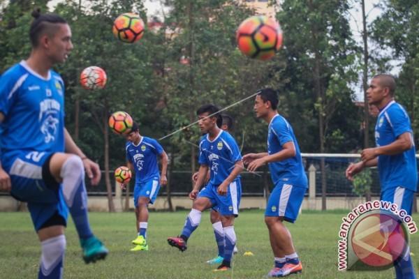 Persib Bandung Kini Resmi Punya Michael Essien