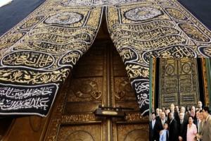 Kain Penutup Ka'bah Dari Raja Salman Untuk Masjid Istiqlal