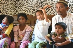 Bupati Purwakarta Pulangkan Manusia Gerobak Ke Surabaya