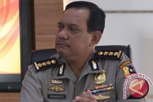 Densus Menggeledah Rumah Terduga Teroris Di Bandung