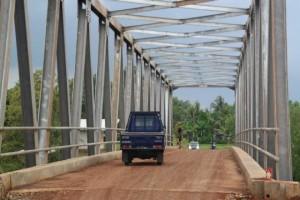 Pemkab Purwakarta Rampungkan Jembatan Cihambulu