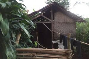 Pemkab Purwakarta Bantu Warganya Tinggal Di Gubuk